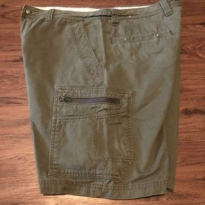 Columbia Cargo Shorts Olive / Army Green  34